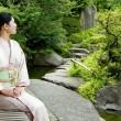 https---www.pakutaso.com-assets_c-2015-05-N912_niwanisuwarujyosei-thumb-1000xauto-14335